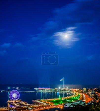 Photo pour Belle vue de Bakou la nuit - image libre de droit