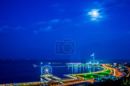 Photo pour View of Baku at night with city lights - image libre de droit