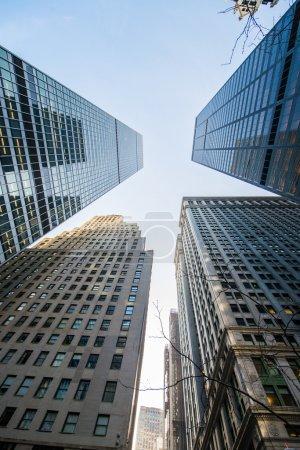 Photo pour Gratte-ciels hauts tourné avec perspective - image libre de droit