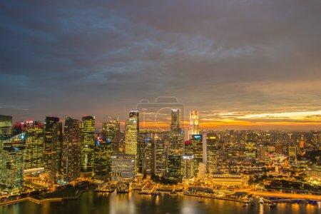 Photo pour Panorama du centre-ville de Singapour skyline - image libre de droit