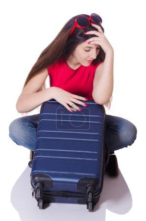 Photo pour Jolie fille avec valise isolé sur blanc - image libre de droit