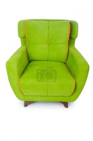 Grüner Sessel isoliert auf dem weißen