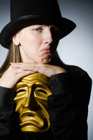 Photo pour Femme avec masque dans le concept drôle - image libre de droit
