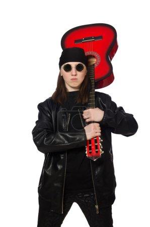 junger Gitarrist isoliert auf dem weißen