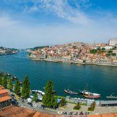 Pohled z města Porto v letním dni