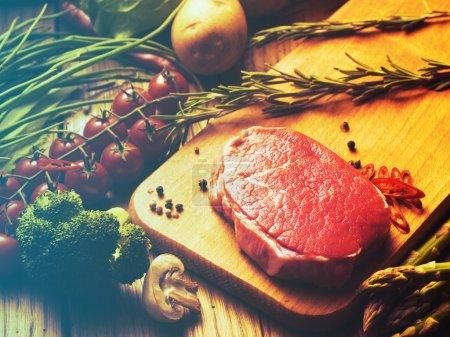 Steak with green asparagus