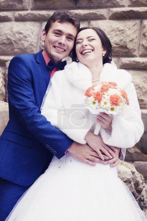 wedding couple posing outdoors
