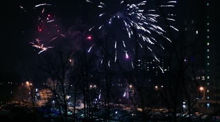 Tűzijáték robbant fenti street, autók