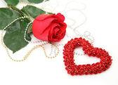 Röd ros och hjärta