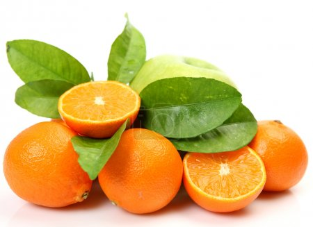 Photo pour Mûres tangerines orange sur fond blanc - image libre de droit
