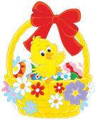 Velikonoční kuřátko ve vyzdobené koše