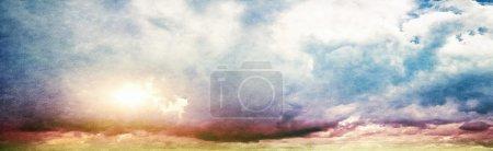 Photo pour Ciel d'été. Fond de cru de toile - image libre de droit