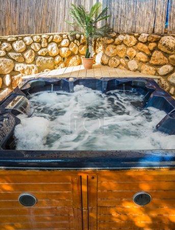 Bath - Jacuzzi in garden