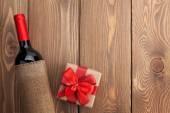 Červené víno láhev a dárkové krabice