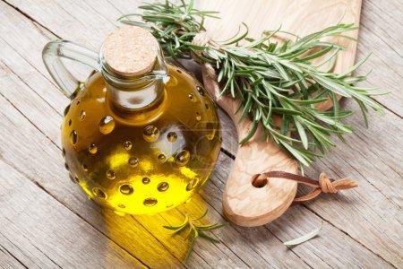 Romarin de jardin frais et huile d'olive