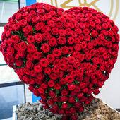 """Постер, картина, фотообои """"Сердце из красных роз."""""""