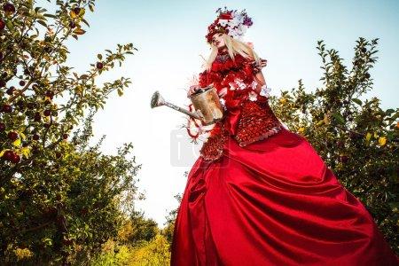 Foto de Imagen de moda sensual chica de estilización de fantasía brillante. Foto de arte al aire libre de cuento de hadas. - Imagen libre de derechos