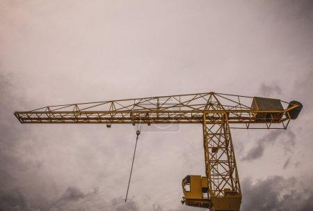 yellow hoisting crane