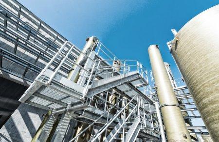 Photo pour Industrie chimique industrielle contre le ciel . - image libre de droit