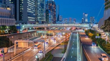 Tokio - Tráfico nocturno en Odaiba