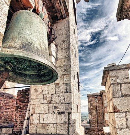 ancienne cloche médiévale