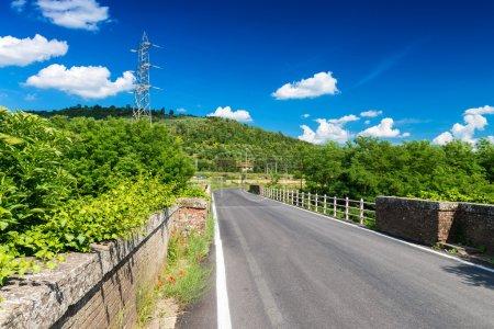 Paysage et route de la Toscane