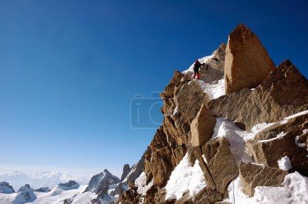 Photo pour Homme grimpeur, sport d'escalade, orientation horizontale, lumière du jour ; massif du Mont Blanc, France - image libre de droit