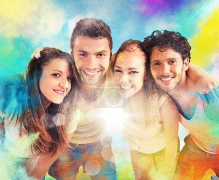 Photo pour Poudres sales de couleur garçons et filles sourire - image libre de droit