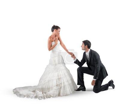 Mari s'agenouille pour demande en mariage