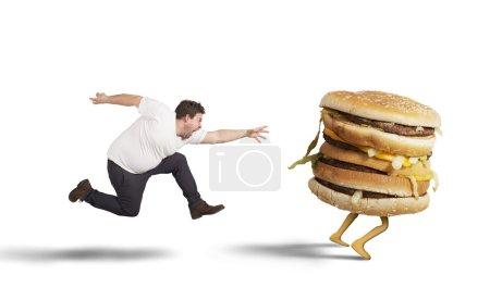 """Photo pour Insatiable gros homme s'exécute pour la capture """"sandwich"""" - image libre de droit"""