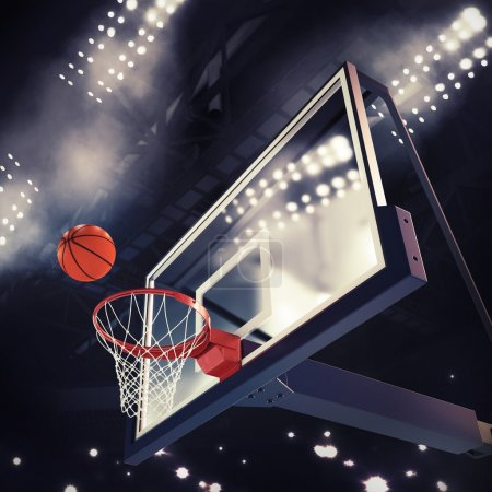 Photo pour Ballon au-dessus du panier pendant le match de basket - image libre de droit