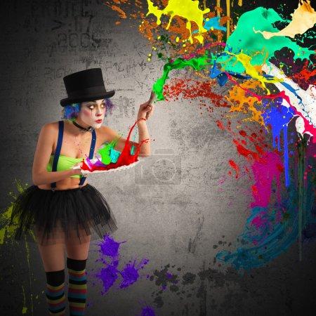 Photo pour Peinture de clown peintre avec pinceau et palette - image libre de droit