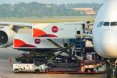 Airbus A380 přistál na letišti Changi