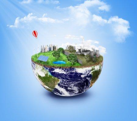 Foto de Eco Amigable, concepto de energía verde. Ciudad de energía solar, energía eólica. Ciudad sucia, fábricas, contaminación del aire, vertedero. Plantas atómicas. Guarda el concepto del planeta. Día de la Tierra . - Imagen libre de derechos