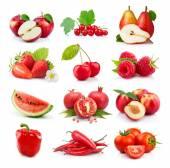 Ser čerstvého červeného ovoce a zeleniny, izolované na bílém