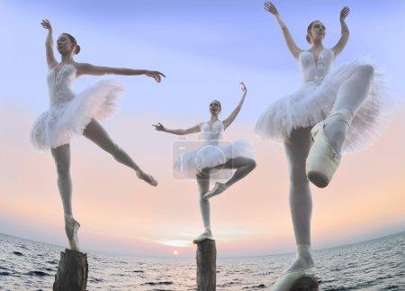 Three ballerinas on wooden pillars of the Shaolin ...
