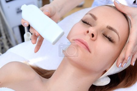 Photo for Woman receiving cleansing therapy with a professional ultrasonic equipment in cosmetology office - Royalty Free Image