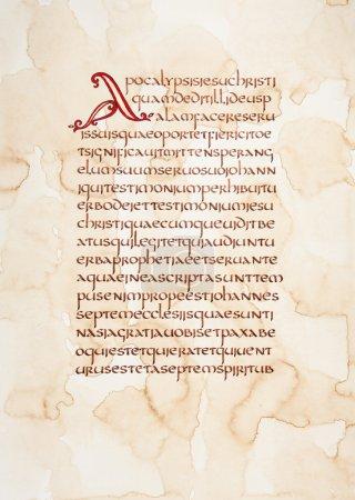 Photo pour Extrait calligraphique manuscrit de la Bible sur un papier grunge . - image libre de droit