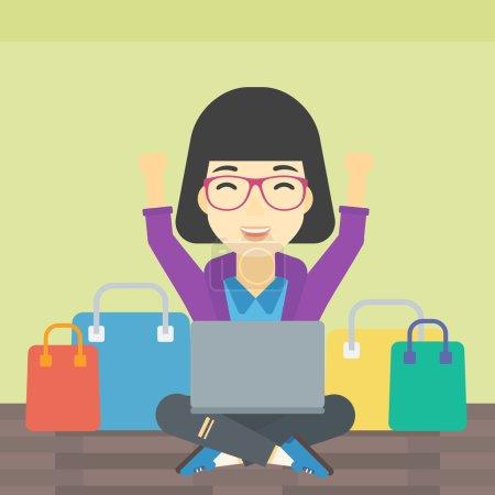 Illustration pour Une jeune femme asiatique avec les mains en l'air en utilisant un ordinateur portable pour faire du shopping en ligne. Client assis avec des sacs à provisions autour de lui. Femme faisant des achats en ligne. Illustration vectorielle de design plat. Aménagement carré . - image libre de droit