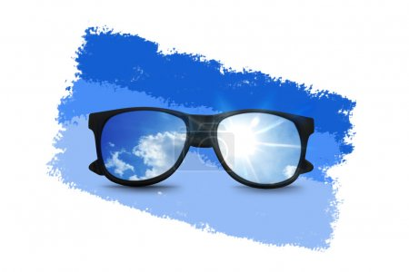 Photo pour Lunettes de soleil noires avec reflet bleu ciel - image libre de droit