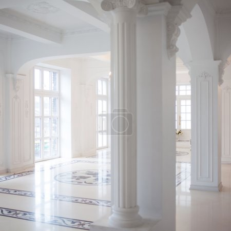 white hall with columns, the interior is beautiful Palace for celebrations
