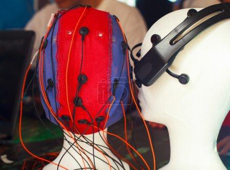 Mannequin head with sensor