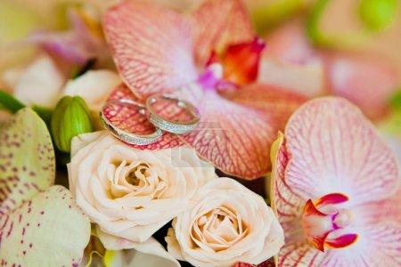 Photo pour Alliances et bouquet de mariée macro shoot - image libre de droit