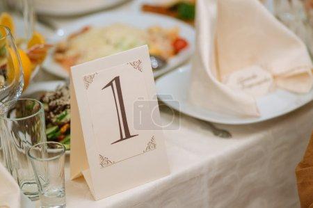 Photo pour Décoration de table de banquet mariage ou anniversaire - image libre de droit