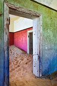 Kolmanskop v Namibiiシェフの顧客に提供する前に皿を試飲