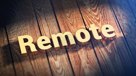 Photo pour Le mot « Remote » est garnie de lettres d'or sur les planches de bois. image d'illustration 3D - image libre de droit