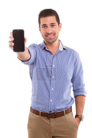 Photo pour Homme d'affaires présentant votre produit sur un smartphone de dernière génération - image libre de droit