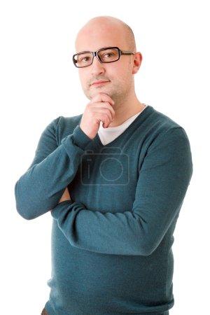 Photo pour Un jeune homme heureux debout sur un fond blanc - image libre de droit