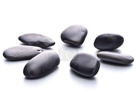Photo pour Des cailloux zen. Pierre spa et concept de soins de santé . - image libre de droit