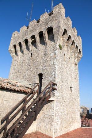 Photo pour Anciennes fortifications de Saint-Marin, Italie - image libre de droit
